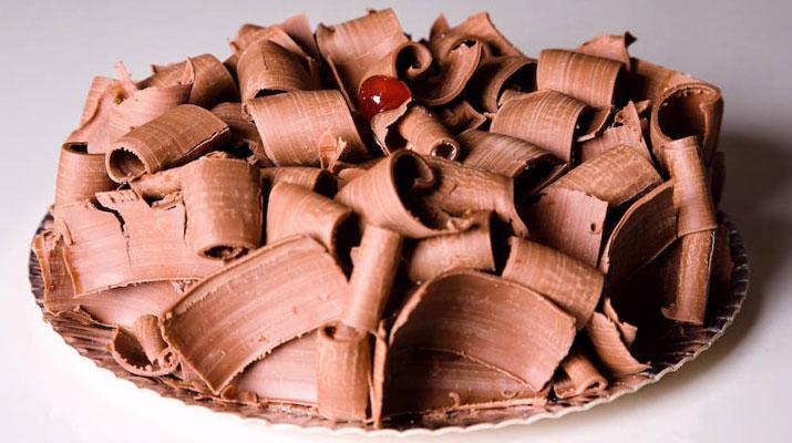 Bolo De Brigadeiro C/ Raspas De Chocolate